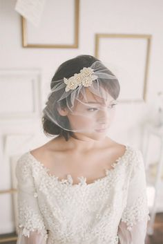Sheer veils that graze just above the chin are simple & sophisticated and perfect for elopements