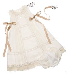 Gown and Bonnet at Pili Carrera. Little Girl Dresses, Girls Dresses, Vintage Kids Fashion, Baby Couture, Special Dresses, Christening Gowns, Baby Sweaters, Baby Girl Fashion, Baby Wearing