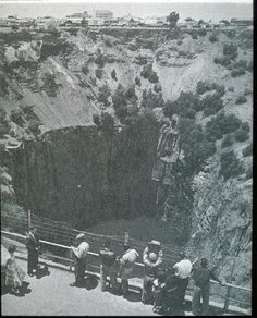 historical images kimberley mining south africa - Google Search Diamond City, Connemara, Lest We Forget, Historical Images, African History, Geology, Palm Trees, South Africa, Past