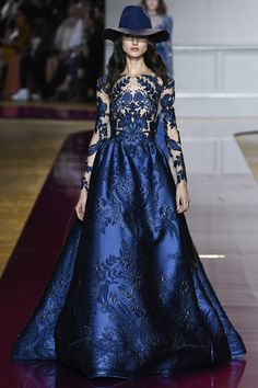 Find tips and tricks, amazing ideas for Zuhair murad. Discover and try out new things about Zuhair murad site Style Haute Couture, Couture Fashion, Runway Fashion, Fashion Show, Paris Fashion, Couture Week, Dress Fashion, Juicy Couture, 90s Fashion