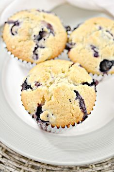 Skinny Blueberry Muffins Healthy Cake Recipes, Ww Recipes, Healthy Desserts, Low Carb Recipes, Recipies, Skinny Blueberry Muffins, Blue Berry Muffins, Weight Watchers Muffins, Weight Watchers Desserts