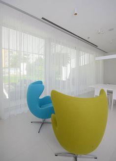 #diamonddeesigncz #diamonddesigneu #curtains #drapery #sheers #imbetween #luxuryliving #styleliving #sunprotection #zastineni #fabrics #designfabrics #luxuryfabrics #interiordesign #interierovydesign #zavesy #zaclony #textile #designovelatky #stylovezavesy #divcipokoj #loznice #bedroom #nebesa Drapery, Curtains, Roman Blinds, Decorative Cushions, Pent House, Diamond Design, Egg Chair, Luxury Living, Pergola