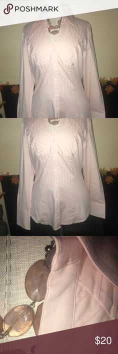 Express. Size M. Light pink. New. Express. Size M. Light pink. New. Great piece for the office or out. No flaws. Express Tops Button Down Shirts