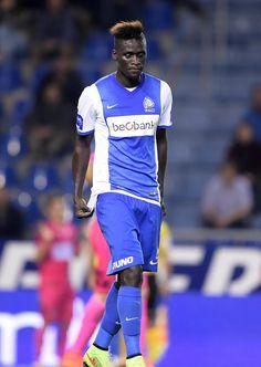 Kara Mbodji deelt in de klappen van de Genkse malaise en werd tijdens de match tegen Charleroi stevig aangepakt door de supporters. Hij vond dat hij dit niet verdiende. Die mening ben ik trouwens ook toegedaan.