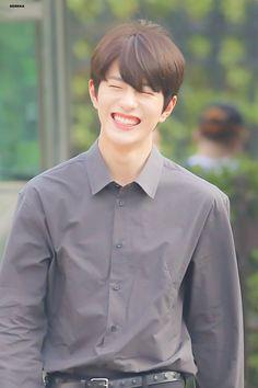 Cute Korean Boys, Korean Men, Korean Actors, Aesthetic Pastel Wallpaper, Bae, Woollim Entertainment, Golden Child, Kpop, Handsome Boys