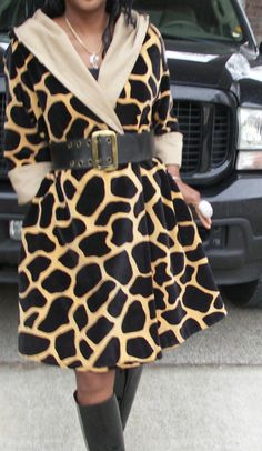 Rare Fab P Trigere Spotted Giraffe print hooded cape Coat stroller S L 2 14 Animal Print Fashion, Animal Prints, Cape Coat, Giraffe Print, Mori Girl, Giraffes, Print Jacket, Fashion Pictures, Fashion Art