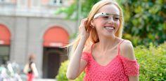 Continuamos con nuestro objetivo de mejorar la educación, formación y ayudar a nuestros profesores y alumnos mediante el uso de la tecnología. En esta ocasión os queremos hablar de Google Glass unas gafas que ayudan a niños con autismo, ya que su principal función es reconocer caras y emociones.