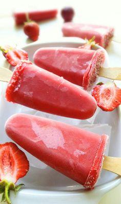 lody truskawkowe na patyku - 3 składniki Cookie Desserts, Chocolate Desserts, Ice Lolly Recipes, Pumpkin Smoothie, Healthy Snacks, Healthy Recipes, Cheese Snacks, Tasty, Yummy Food