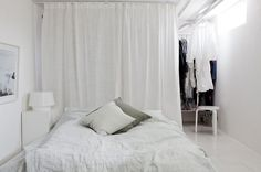 Walk in closet behind bed curtains 44 new ideas Basement Bedrooms, Home Bedroom, Bedroom Decor, Mini Loft, Scandinavian Interior Design, Scandinavian Home, Curtain Wardrobe Doors, Closet Behind Bed, Let's Go To Bed