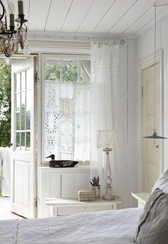Bekijk de foto van driesmoeltje met als titel Gordijntjes van witte kanten kleedjes en andere inspirerende plaatjes op Welke.nl.