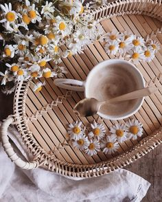 Coffee in Bed – We Heart It Coffee in Bed Coffee in Bed Coffee In Bed, Coffee And Books, Coffee Art, Coffee Time, Coffee Cozy, Tea Time, Cozy Aesthetic, Flower Aesthetic, Flat Lay Photography