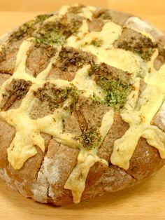 Sie sind auf der Suche nach einem schnellen Partysnack? Unser Favorit: ein gefülltes Brot mit Käse. In wenigen Minuten zubereitet und schnell vernascht.