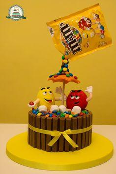 Fig and almond cake - HQ Recipes Birthday Cake Decorating, Cake Decorating Supplies, Cake Decorating Techniques, Anti Gravity Cake, Gravity Defying Cake, Mnm Cake, Cupcake Cakes, Beer Mug Cake, Pool Cake
