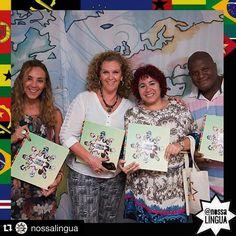 Nossas imagens: nossa língua.  Nossos autores: nossa comunidade nosso talento nossa inspiração nossa rede nosso muito obrigado e quem 2016 possamos realizar ainda mais.  #Repost @nossalingua with @repostapp.  @susekater @cristianemendes e @aezequiel são alguns dos autores que fizeram o @NossaLingua. Obrigado a quem celebrou com a gente ontem no @centrocariocadedesign e também aos autores em cinco continentes que não puderam ir à festa estamos juntos aqui no @nossalingua!  O livro está lindo…