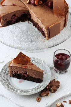 Tort cu mousse de ciocolata si visine/ Chocolate mousse and cherry entremet No Cook Desserts, Sweets Recipes, Cake Recipes, Mousse, Chocolate, Romanian Desserts, Modern Cakes, Food Wallpaper, Sweet Tarts