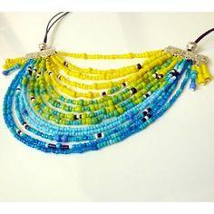 * bel oiseau tropical * collier multirangs jaune, vert, turquoise et bleu en perles rocailles