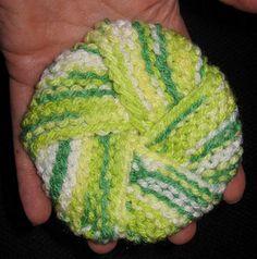 Tawashi knot - free garter stitch scrubby pattern by Marte Fagervik on Ravelry