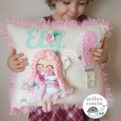 Pretty pillow for a girl Cloud Nursery Decor, Felt Crafts, Diy Crafts, Living Room Decor Pillows, Shabby Chic Pillows, Baby Mobile, Felt Baby, Sewing Pillows, Baby Pillows