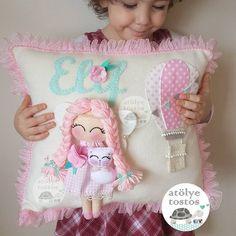 Pretty pillow for a girl Cloud Nursery Decor, Felt Crafts Diy, Living Room Decor Pillows, Shabby Chic Pillows, Baby Mobile, Felt Baby, Sewing Pillows, Baby Pillows, Felt Toys