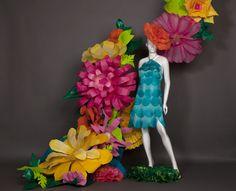Stunning giant blooms Flower Crafts, Flower Diy, Flower Window, Large Paper Flowers, Paper Crafts, Diy Crafts, Cardboard Paper, Paper Flower Backdrop, May Flowers