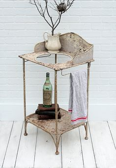 Vintage Iron Washstand from Zinnia Cottage Vintage Iron, Vintage Love, French Vintage, Modern Industrial, Vintage Industrial, Design Industrial, Antique Wash Stand, Beige Paint, French Style Homes