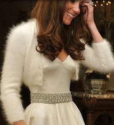 perfect little wedding jacket to wear at your #winter wedding | www.amoureternel.co.uk