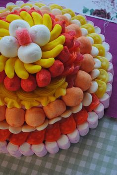 Tarta de chuches | Candy cake Candy Birthday Cakes, Candy Cakes, Candy Favors, Candy Gifts, Lolly Cake, Sweet Trees, Marshmallow Pops, Edible Arrangements, Candy Bouquet