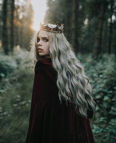 Woods Photography, Fantasy Photography, Portrait Photography, Queen Aesthetic, Aesthetic Photo, Fantasy Girl, Dark Fantasy, Halloween Fotografie, Photo Halloween