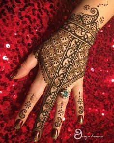 Beautiful and Stylish Henna Mehndi Designs for Hand - Kurti Blouse Pretty Henna Designs, Full Hand Mehndi Designs, Simple Arabic Mehndi Designs, Indian Mehndi Designs, Mehndi Design Photos, Beautiful Mehndi Design, Latest Mehndi Designs, Bridal Mehndi Designs, Henna Tattoo Designs