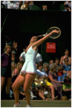 Chris Evert June 1975 Wimbledon - Sport News Wta Tennis, Sport Tennis, Tennis Rules, Tennis Photography, Tennis Pictures, Tennis Online, Tennis Legends, Tennis World, Tennis Workout
