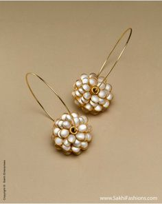 The Sakhi online collection features an enticing range of Womens earrings created using mix-metal and faux gemstones. We offers fancy,fashion , wedding and Pearl earrings at affordable price. Jewelry Design Earrings, Designer Earrings, Jewelry Designer, Indian Wedding Jewelry, Indian Jewelry, Antique Jewelry, Silver Jewelry, Silver Cuff, Silver Rings