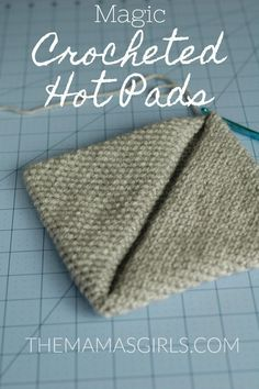 Easy Magic Crocheted Hot Pads - single crochet only! Great gift idea Visit the post for more. Crochet Sheep, Crochet Gratis, Crochet Kitchen, Crochet Home, Diy Crochet, Simple Crochet, Beginner Crochet, Vintage Crochet, Crochet Ideas