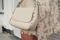 Plussize Sommerkleid: Auch kurvige Mädels können Bein zeigen. Erfahrt mehr auf meinem Blog und schaut euch das komplette Outfit an.