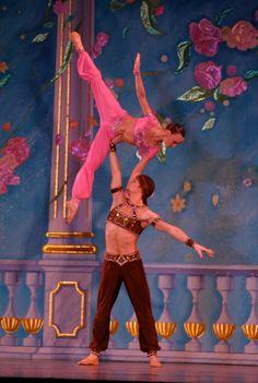 Moscow Ballet's Great Russian Nutcracker - the Arabian Variation with Sergey Chumakov and Elena Petrichenko