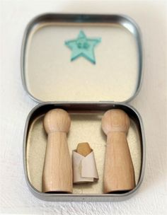 I'm a little bit addicted to collecting nativity scenes! These are really easy to make, . What Is Christmas, Merry Christmas To All, Toddler Christmas, Christmas Nativity, Xmas, Christmas Ornaments, Nativity Scenes, Nativity Crafts, Christmas Activities
