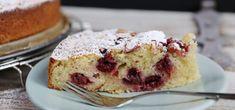 """Kirsch-Schmand-Kuchen ist durch seine blitzschnelle und simple Zubereitung der perfekte Notfall-Kuchen. Das Video von """"Mrs Flury""""zeigt die Zubereitung."""