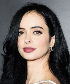 Krysten Ritter Makeup Tutorial | The actress nails modern femme fatale — and you can, too. #refinery29 http://www.refinery29.com/2015/11/97934/krysten-ritter-makeup-tutorial