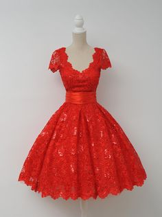 Vintage V-neck Cap Sleeves Knee-Length Backless Red Lace Homecoming Dress With Sequins, Knee-length Red Short Lace Prom Dress Homecoming Dress, Vintage Lace Dress, Vintage Dresses Cute Short Prom Dresses, Lace Homecoming Dresses, Sweet 16 Dresses, Pretty Dresses, Beautiful Dresses, Formal Dresses, Dress Prom, Prom Gowns, Lace Dresses