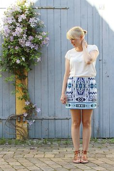 Summer outfit with mini skirt and sandals // Kotisaari