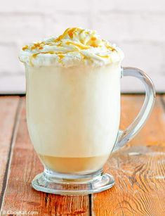 Make McDonald's Caramel Cappuccino at home with this easy copycat recipe. Learn how to make a delicious coffee drink with only a few simple ingredients. Caramel Cappuccino, Cappuccino Recipe, Cappuccino Machine, Mcdonalds Recipes, Cat Recipes, Starbucks Caramel, Copykat Recipes, Ice Cream Toppings, How To Make Coffee