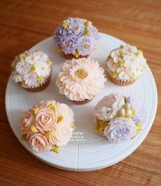 Done by student from Hong Kong (베러 정규클래스/Regular class) www.better-cakes.com  #buttercream#cake#베이킹#baking#bettercake#like#버터크림케익#베러케이크#cupcake#flower#컵케익#sweet#플라워케익클래스#foodporn#birthday#wedding#디저트#bettercake#dessert#버터크림플라워케익#follow#food#koreancake#beautiful#flowerstagram#instacake#공방#꽃스타그램#베이킹클래스#instafood#