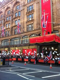 Thanks to @Kate_Crockett #Harrods #DiamondJubilee #Jubilee #Balloons #Flags