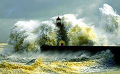 Waves Crashing Lighthouse HD Wallpaper
