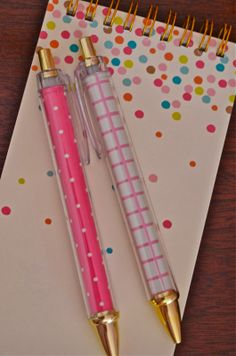 Target Does It Again i jus luv this notepad & this pen they are so cute Diy Back To School Supplies, College School Supplies, School Supplies Organization, Cool Stationary, Stationary Supplies, Cute Stationery, Diy Pencil Case, Cute Pens, School Hacks