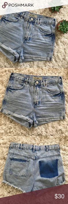 Topshop • High Waisted Denim Shorts Topshop • In loooove with these shorts. High waisted. Light wash. Fit true to size. Cuffed hems. Only one pocket on butt, the other has a dark wash finish for super cute detail. Great condition.   🌵 No trades. Bundle items for private discount. 🌵 Topshop Shorts Jean Shorts