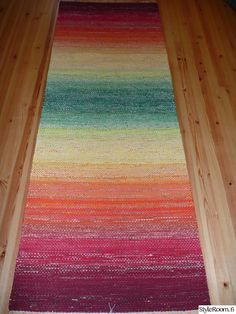 räsymatto Recycled Fabric, Loom Weaving, Rug Hooking, Woven Rug, Scandinavian Style, Pattern Design, Diy And Crafts, Recycling, Textiles