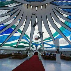 Catedral de Brasília. Projeto do  arquiteto Oscar Niemeyer. #architecture #arts #arquitetura #arte #decor #design #decoração #interiores #luzetrancendencia #lighting #projetocompartilhar #shareproject