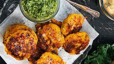 Pumpabiffar med grönkålspesto - Vegomagasinet Veggie Recipes, Vegetarian Recipes, Healthy Recipes, Healthy Food, Bbq Chicken, Tandoori Chicken, Skinnytaste, Fritters, Broccoli