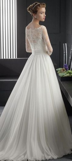 バックスタイルで魅了する、背中美人のウエディングドレス