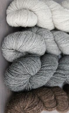 Neutral yarn color combination